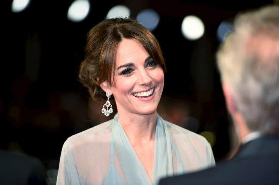 Catherine Duchess of Cambridge meets with the cast and crew of the new James Bond 007 film Spectre before the world premiere at the Royal Albert Hall in London, Britain, Oct 26, 2015. [Photo/Agencies]