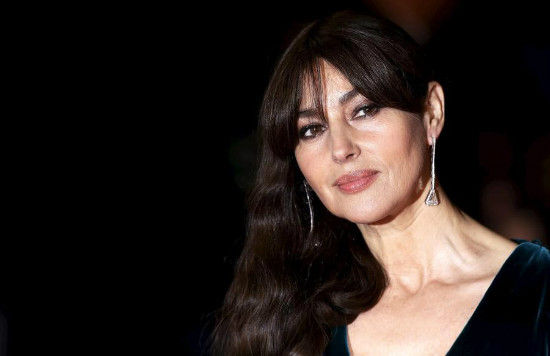 Monica Bellucci poses for photographers on the red carpet at the world premiere of the new James Bond 007 film Spectre at the Royal Albert Hall in London, Britain, Oct 26, 2015. [Photo/Agencies]
