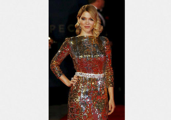 Lea Seydoux poses for photographers as she attends the world premiere of the new James Bond 007 film Spectre at the Royal Albert Hall in London, Britain Oct 26, 2015. [Photo/Agencies]