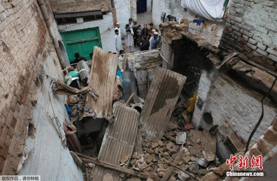 Death toll reaches 311 in quake-hit Pakistani, Afghan areas