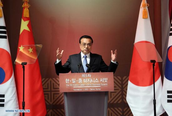 Chinese Premier Li Keqiang addresses the 5th Korea-Japan-China Business Summit in Seoul, South Korea, Nov. 1, 2015. (Xinhua/Yao Dawei)