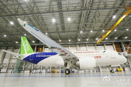 China's first home-made big passenger plane rolled off line