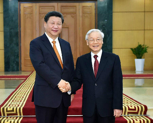 Chinese President Xi Jinping (L), who is also general secretary of the Communist Party of China (CPC) Central Committee, shakes hands with General Secretary of the Communist Party of Vietnam Central Committee Nguyen Phu Trong in Hanoi, Vietnam, Nov. 5, 2015.(Xinhua/Li Tao)