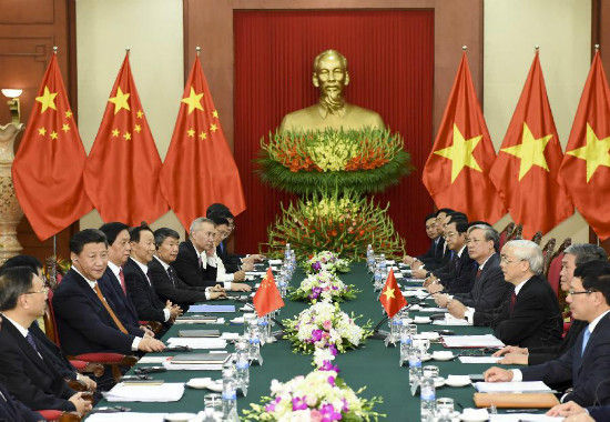 Chinese President Xi Jinping, who is also general secretary of the Communist Party of China (CPC) Central Committee, holds talks with General Secretary of the Communist Party of Vietnam Central Committee Nguyen Phu Trong in Hanoi, Vietnam, Nov. 5, 2015.(Xinhua/Li Xueren)