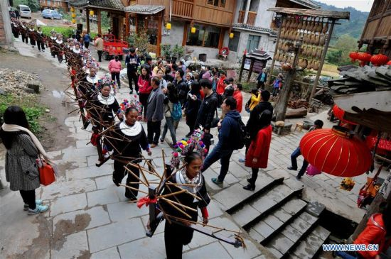 linxi women Women of the dong ethnic group beat dong cloth at linxi village of sanjiang dong autonomous county under liuzhou city, south china's guangxi zhuang autonomous region, aug 4, 2018.