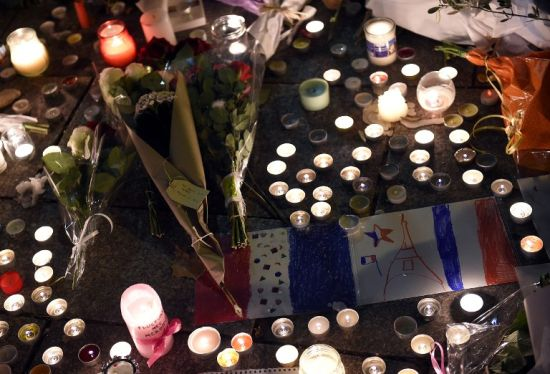 'Three teams' in Paris onslaught as police hunt suspects