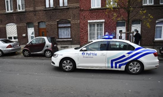 A police car drives near where police arrested people in connection with the deadly attacks in Paris, in Brussels' Molenbeek district, on November 15, 2015 (AFP Photo/Emmanuel Dunand)