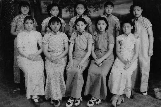According to Eileen Chung, Chinese women started to put on Qipao since 1921, when the trend of sexual equality dominated the society. Qipao at first were made severe, rectangular-looking, but changes were seen only several years later. Women's bosoms, waist and bottoms were highlighted in the tailoring. This photo shows female students in the 1930s in Shanghai.