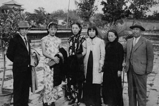 """An article The Rhythm of Qipao published in a Shanghai lifestyle magazine, the Liangyou, which dates back to 1926, said that """"The trend of Qipao reflects women's thoughts. It replaced the coat- and-skirt uniform, which was a symbol of feudalism, and freed women in their own clothes."""" This photo shows four women dressed in Qipao with two men in the 1930s."""