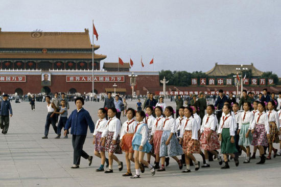 """Su Tong (born in 1963), a male Chinese writer, wrote that """"Only small girls wore skirts with floral patterns, the adult women were all dressed in blue or grey ones, with carefully made pleats. The most stylish girls usually wore white skirts…Those dressed in white skirts were considered slutty."""" The photo shows students waiting in Beijing to welcome the then French President Georges Pompidou in 1973. Photo/Bruno Barbey"""