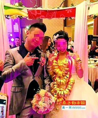 The groom was said to come from an affluent family in Macao.