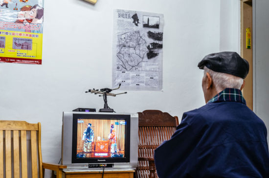 Mr. Chen watches TV programs about Chinese local operas at the office of a village head. He is from central China's Henan province, and came to the island with his family at the age of five. Mr. Chen said he visited his hometown back on the mainland frequently in the early 1990s, but as his peers in the family gradually passed away, he stayed in Taiwan these years.