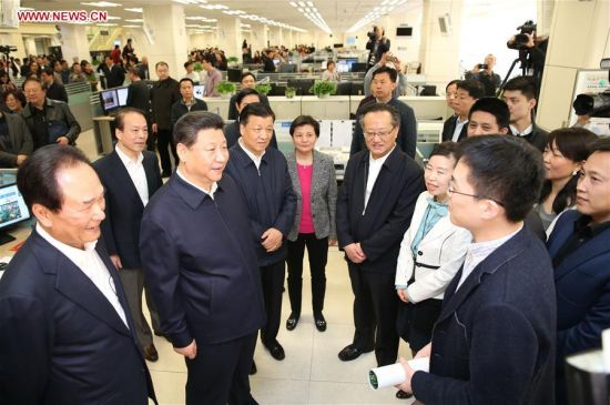 BEIJING, Feb. 19, 2016 (Xinhua) -- Chinese President Xi Jinping (2nd L, front) talks with a correspondent who is just back from reporting in Zhengding County of Hebei Province, at the headquarters of Xinhua News Agency in Beijing, capital of China, on Feb. 19, 2016. Xi on Friday visited the People's Daily, Xinhua News Agency and China Central Television, the nation's three leading news providers. (Xinhua/Huang Jingwen)