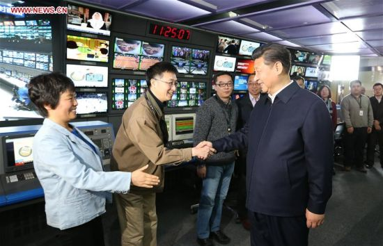 BEIJING, Feb. 19, 2016 (Xinhua) -- Chinese President Xi Jinping (R, front) shakes hands with staff members at the control room of China Central Television (CCTV) in Beijing, capital of China, on Feb. 19, 2016. Xi on Friday visited the People's Daily, Xinhua News Agency and CCTV, the nation's three leading news providers. (Xinhua/Ma Zhancheng)