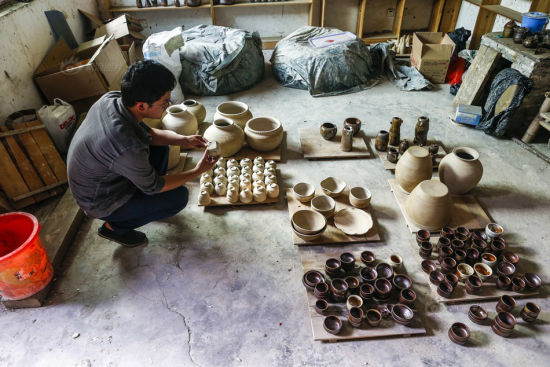 Wood pottery has a nature of austerity. And each hand-made wood pottery product is different from another. I used to make just small ornaments. Now I also produce plates, the kind you would never find in the assembly line by sweatshops in town.