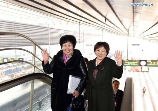 BEIJING, March 1, 2016 (Xinhua) -- Members of the 12th National Committee of the Chinese People's Political Consultative Conference (CPPCC) from north China's Inner Mongolia Autonomous Region wave upon their arrival at Beijing West Railway Station, in Beijing, capital of China, March 1, 2016, for the Fourth Session of the 12th CPPCC National Committee. (Xinhua/Zhang Ling)