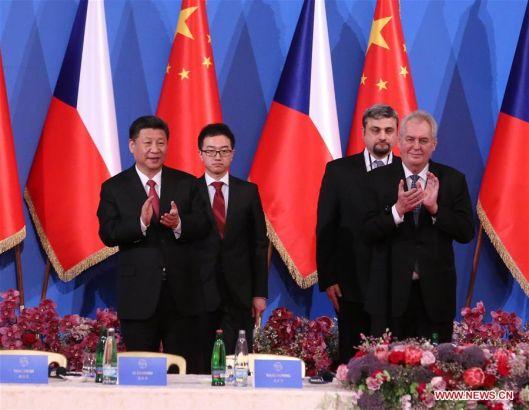 PRAGUE, March 30, 2016 (Xinhua) -- Chinese President Xi Jinping (L, front) and his Czech counterpart Milos Zeman (R, front) attend the China-Czech Economic Roundtable in Prague, the Czech Republic, March 30, 2016. (Xinhua/Liu Weibing)