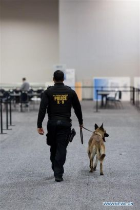 A Secret Service policeman patrols inside the International Media Center at the Walter E. Washington Convention Center, in Washington, D.C., United States, March 30, 2016. The Nuclear Security Summit 2016 will be held here from March 31 to April 1. (Photo: Xinhua/Li Muzi)