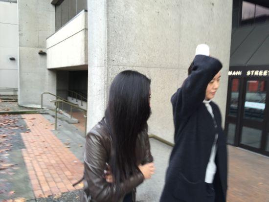 吳明坤(左)和馬瑾離開法庭 (圖片來源CBC)
