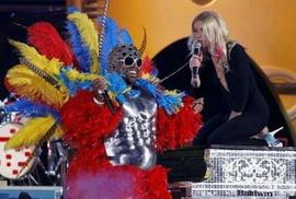 Gwyneth Paltrow performs