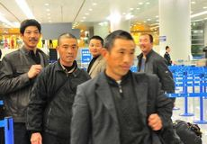 Evacuated workers arrive in Shanghai