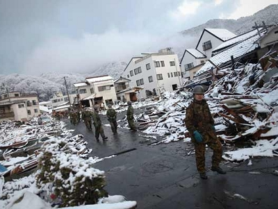 Heavy snow falls in quake-hit areas in Japan