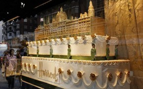 Luxury store displays exquisite wedding cakes