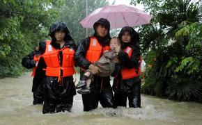 Kids evacuated from flood-trapped kindergarten