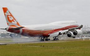 New elongated Boeing 747 lands at Paris Air Show