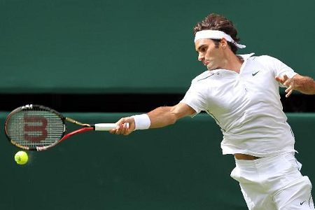 Federer heads into second round at Wimbledon