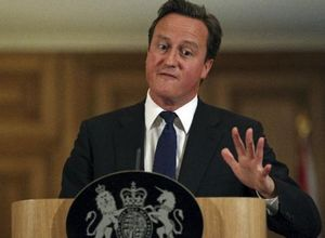 PM announces inquiry into phone hacking