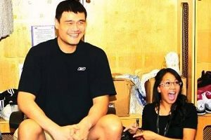 Yao Ming meets fans in Houston
