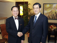 President Hu meets with HKSAR chief executive