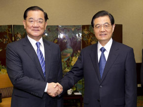 President Hu meets with KMT honorary chairman