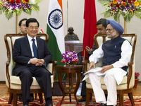 Chinese president meetsIndian prime minister