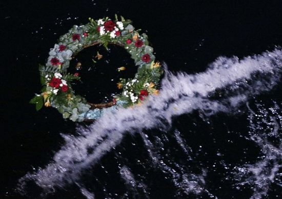 Prayers and silence mark Titanic centenary