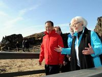 Premier Wen Jiabao visits fault zone in Iceland