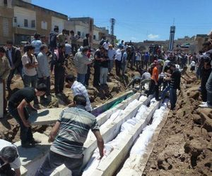 Mass burial of Houla killing victims