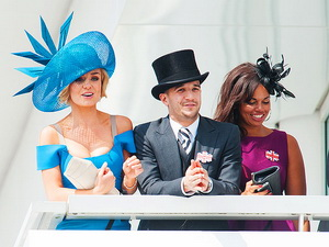 Mark Ballas, ballroom alum and singer Katherine Jenkins led a crowd in serenading the queen.