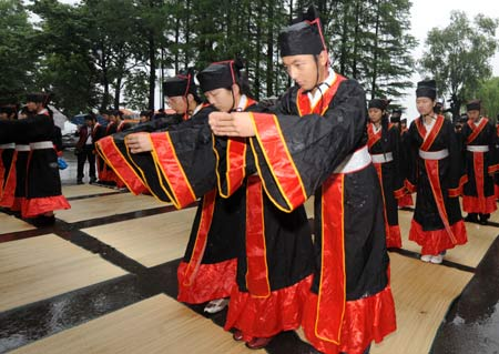 Honoring poet Qu Yuan