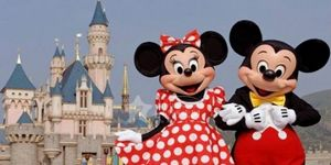 2005: Hong Kong Disneyland opens