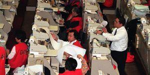 1997-1998:Surviving the Asian financial crisis