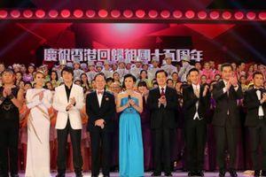 President Hu attends gala show