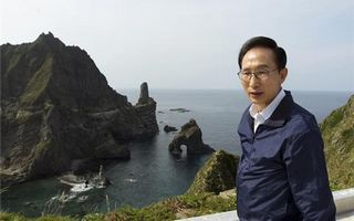 S.Korea president lands on Dokdo
