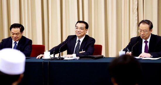 Leaders join discussions with deputies to 12th NPC